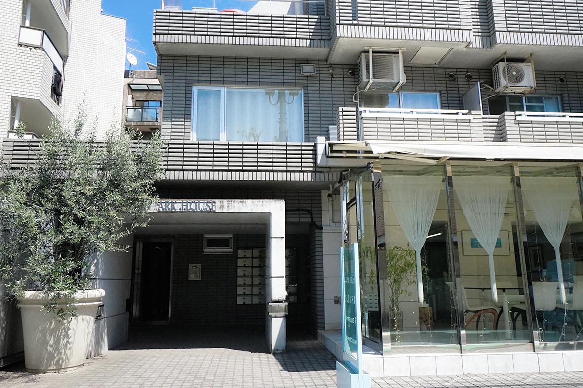 新宿であり、高台の閑静な住宅街で暮らす