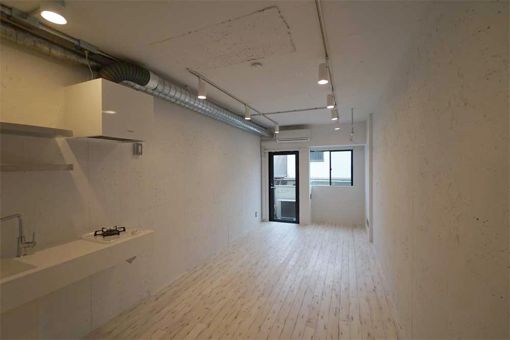 ガラス張りのシャワールーム。デザイナーズリノベーション オフィス仕様