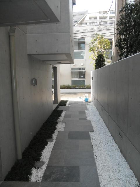 コンクリート打放しの、六本木ヒルズを望むデザイナーズマンション