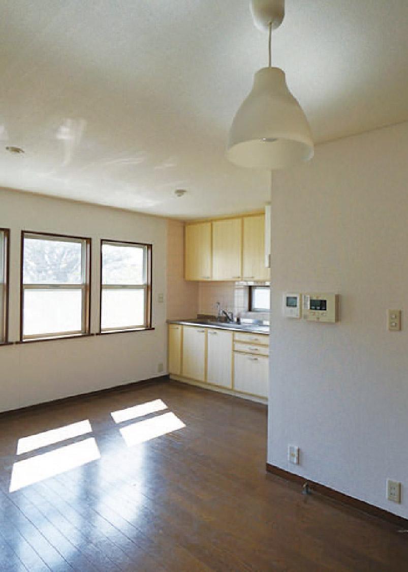1戸建て感覚。1Fがオフィス2Fが住まいというエコな物件。南西北に窓があります。