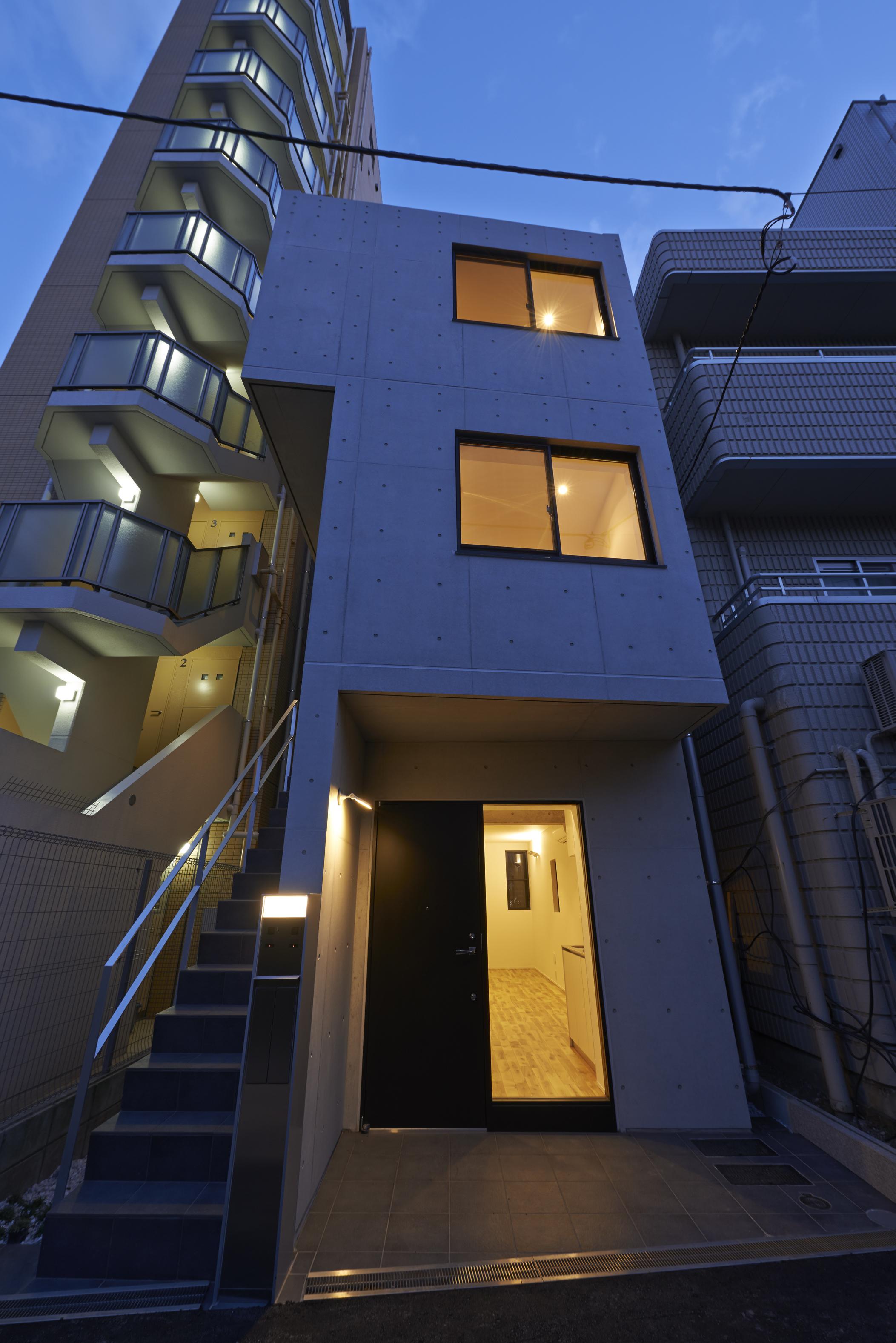 狭小地に、にょきっと生えた新築デザイナーズ賃貸