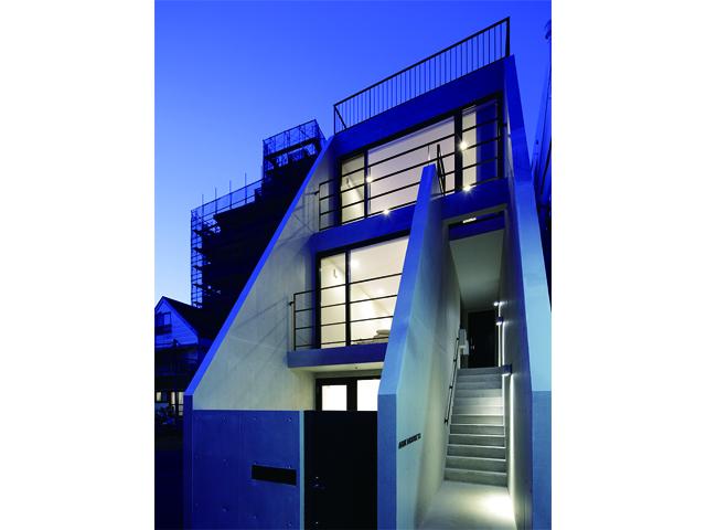 スカイバルコニーと坪庭を楽しむ都市型住宅